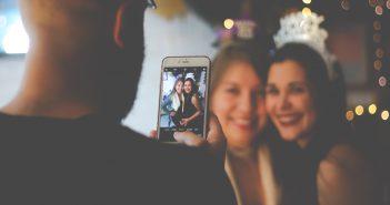 filles en soirée photo de fête heureuse