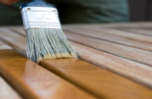 comment entretenir et r nover son mobilier de jardin en bois. Black Bedroom Furniture Sets. Home Design Ideas