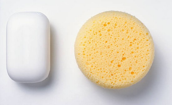 nettoyage-savon-eponge
