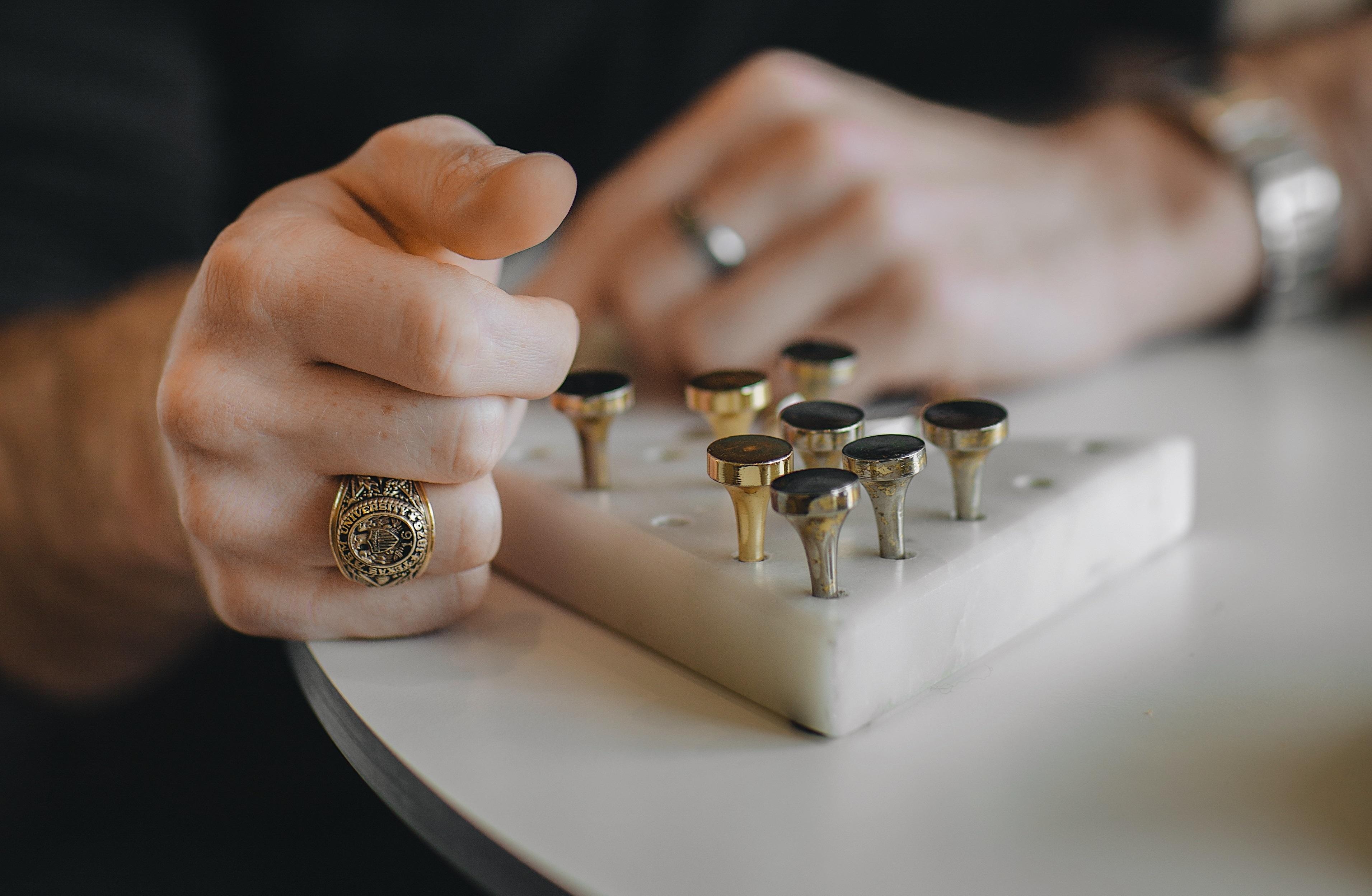 Le top 5 des bijoux tendances pour homme