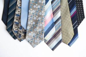 Sélection de cravates aux motifs variés et colorés