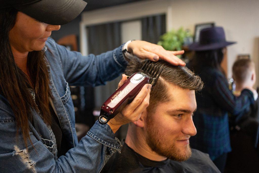 Homme dans un barber shop à Nashville
