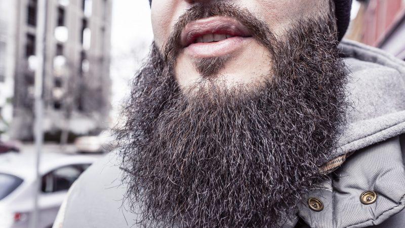 Barbe qui gratte : Que faire pour calmer les démangeaisons ?